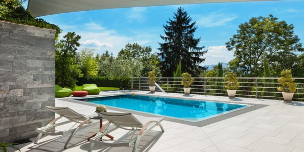 4 ideas for creating versatile and relaxing poolside areas this summer